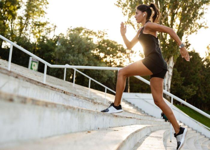 Autofogie krijg je door te detoxen en door te bewegen.