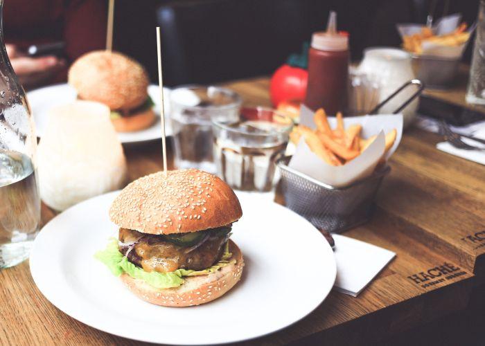 Vrije radicalen ontstaan door slecht voedsel te eten.