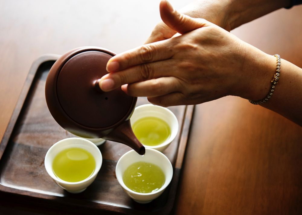 Tijdens een detox drink je veel thee.