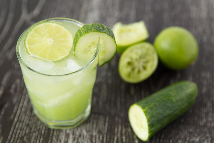 Groentesap met komkommer.